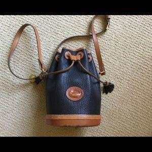 Vnt Dooney Bourke Bucket Shoulder Crossbody Bag